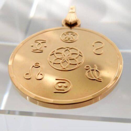 """Auf diesem Amulett sind Symbole dargestellt, welche """"Freie Energien"""" bündeln, um sie für den Menschen nutzbar zu machen."""