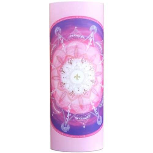 Das Mandala Kuan Yin repräsentiert die Energie der aufgestiegenen Meisterin Kuan Yin. Kuan Yin ist die Göttin der Barmherzigkeit, der Frauen und Kinder, der Gnade und des Mitgefühls.