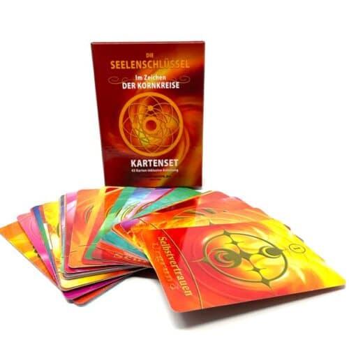 Die Seelenschlüssel bestehen aus vier Ebenen. Sie beinhal- ten 13 Karten des Lichtes, 13 Karten aus dem Urgrund, 13 Schlüssel-Karten, sowie die vier Drachenkarten, welche die stärksten Karten dieses Sets sind